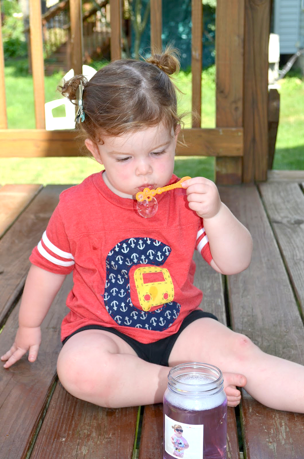 Blowing bubbles with a homemade recipe