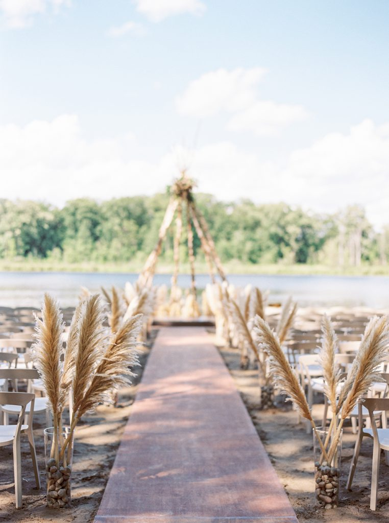 The must have photos on your wedding day: ceremony site