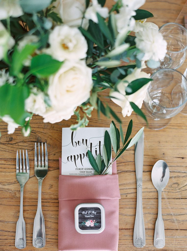 The must have photos on your wedding day: reception details