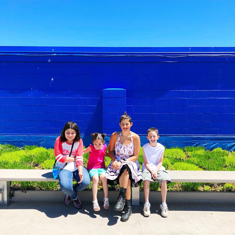 kids-taking-photo