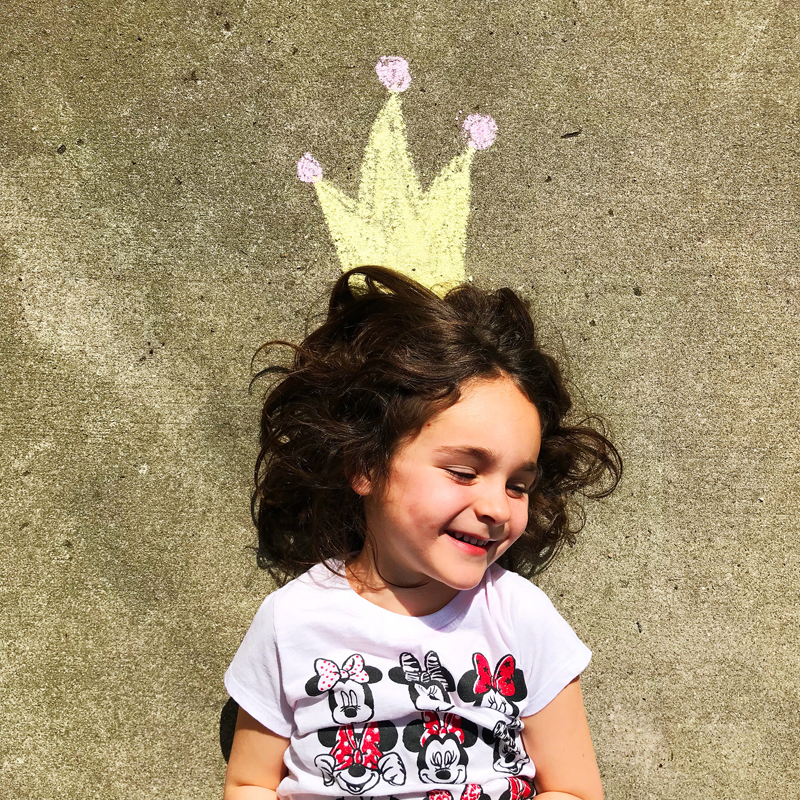 girl-with-chalk-crown